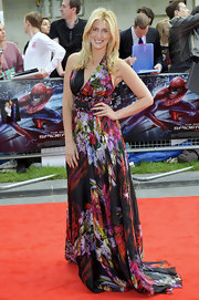 Francesa Hull worked the red carpet at 'The Amazing Spider-Man' premiere in a gorgeous sweeping floral print gown.