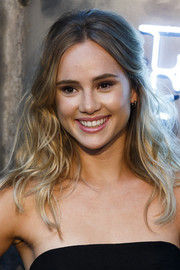 Suki Waterhouse looked sweet wearing this wavy half-up 'do at the Amazon Fashion Photography Studio launch.