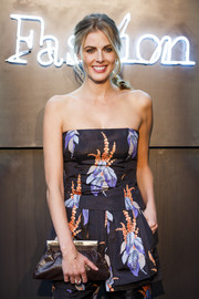 Donna Air paired a brown frame clutch with a strapless jumpsuit for the Amazon Fashion Photography Studio launch.