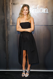 Suki Waterhouse oozed sexy elegance in a C/Meo Collective strapless LBD, featuring a high-low hem and an obi belt, at the Amazon Fashion Photography Studio launch.