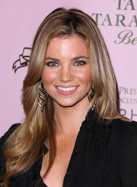 amber lancaster stare. layered cut hairstyles.