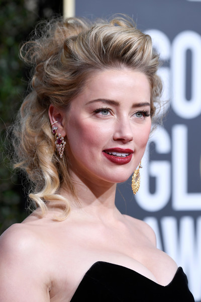 Amber Heard Curly Updo [image,hair,face,blond,hairstyle,lip,eyebrow,chin,beauty,skin,long hair,amber heard,hair,face,hairstyle,hair,beverly hills,california,the beverly hilton hotel,golden globe awards,amber heard,76th golden globe awards,18th screen actors guild awards,award,celebrity,actor,globe,beverly hills,image,the 2019 golden globes]