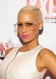 Amber Rose added a pop of hot pink lipstick to her monochromatic look at the premiere of Smirnoff's Master of the Mix.