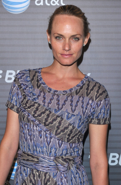Amber Valletta Clothes