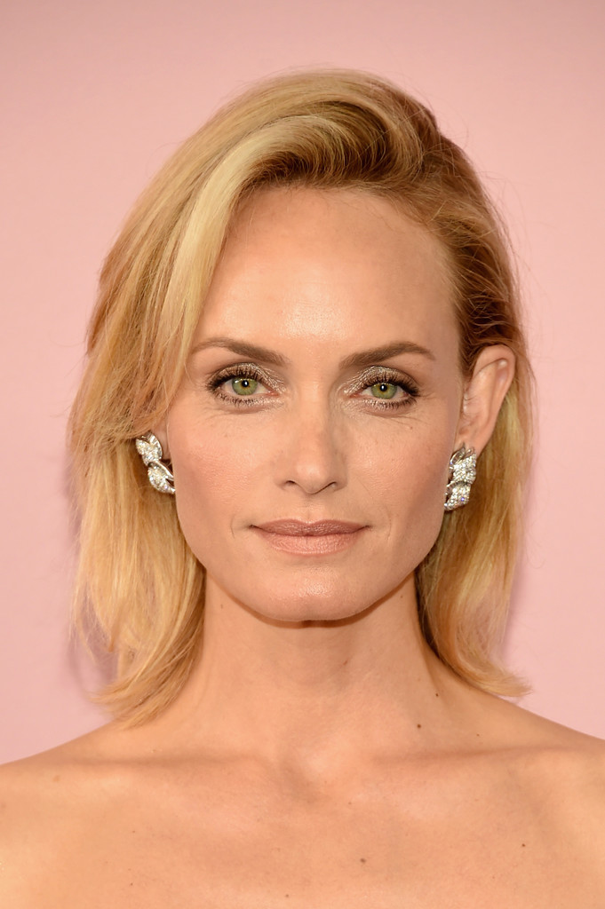 Amber Valletta B O B Short Hairstyles Lookbook Stylebistro
