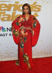 Tyra Banks went for exotic glamour in a red floral kimono by Stello at the 'America's Got Talent' season 13 live show.