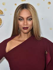 Tyra Banks' lipstick was a perfect match to her outfit.