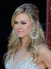 Laura Bell Bundy accented her sparkling ensemble with a sexy cat eye complete with shimmering silver shadow.