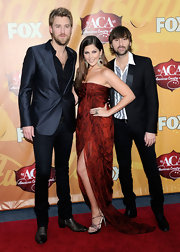 Lady Antebellum's Hillary Scott dazzled on the red carpet wearing an 18-karat gold and silver ring with diamonds.