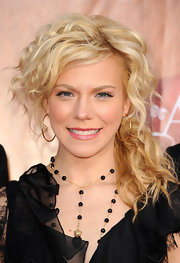 Kimberly Perry wore her loose blond waves in a low side ponytail at the 2011 American Country Awards.