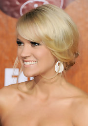 Carrie Underwood wore her hair in a lovely loose bun with lots of soft, face-framing tendrils at the 2011 American Country Awards.