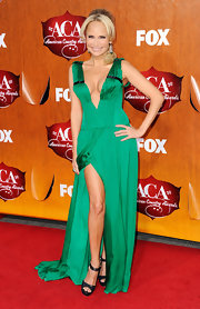 The forever spunky and always fashionable Kristin Chenoweth was the ACA hostess of the night. The petite bombshell chose an emerald green deep-plunging silk dress by Honor. Chunky black platforms and subtle silver jewelry were Kristin's only accessories for the night.