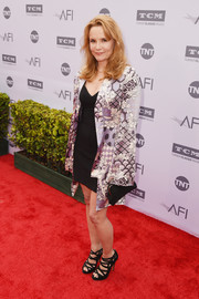 Lea Thompson accessorized with a classic black frame clutch.
