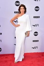 Cindy Crawford looked impeccable in a white one-sleeve gown by Stella McCartney at the 2018 AFI Life Achievement Award Gala.