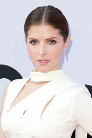 Anna Kendrick pulled her hair back into a sleek center-parted ponytail for the 2018 AFI Life Achievement Award Gala.