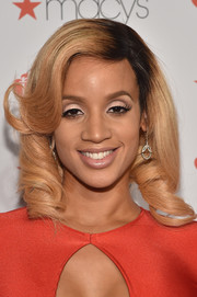 Dascha Polanco made her peepers pop with cream-colored eyeshadow.