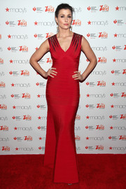 Bridget Moynahan looked totally alluring in a sleeveless, V-neck bandage gown by Herve Leger at the Go Red for Women event.