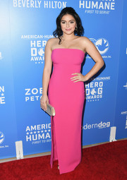 Ariel Winter paired her dress with a vintage silver chainmail clutch.