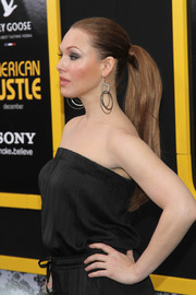 Erin Cummings swept her hair back in a stark ponytail for the 'American Hustle' premiere in NYC.