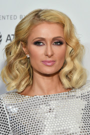 Paris Hilton gave us vintage vibes with this curly 'do at the Tribeca Film Festival screening of 'The American Meme.'