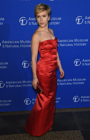 Scarlett Johansson matched a red Judith Leiber satin clutch with a strapless gown for the American Museum of Natural History's 2017 Museum Gala.