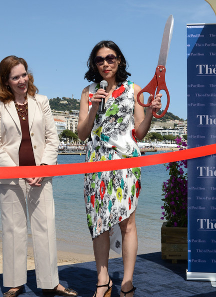 More Pics of Ann Curry Round Sunglasses (5 of 18) - Ann Curry Lookbook - StyleBistro