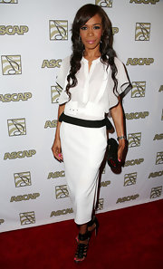 Michelle Williams looked sleek and sophisticated in this white dress accentuated with a black belt.
