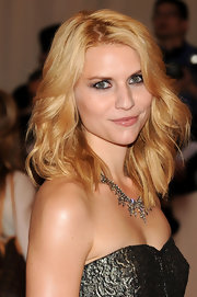 Claire Danes paired her strapless dress with a sparkling diamond necklace.