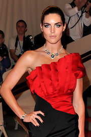 Model Hilary Rhoda showed off her stunning diamond collar necklace while hitting the red carpet at the MET Gala.