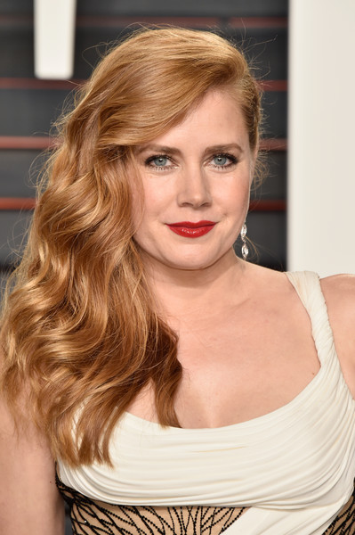 Amy Adams Red Lipstick [amy adams,graydon carter - arrivals,graydon carter,hair,face,blond,hairstyle,lip,eyebrow,beauty,shoulder,chin,long hair,beverly hills,california,wallis annenberg center for the performing arts,vanity fair,oscar party]
