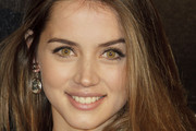 Ana de Armas Medium Straight Cut