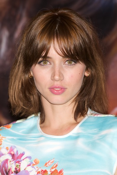 Ana de Armas Mid-Length Bob [hair,face,hairstyle,bangs,chin,brown hair,eyebrow,beauty,lip,layered hair,photocall,spanish actress ana de armas attends the por un punado de besos,punado de besos,madrid photocall,madrid,spain]