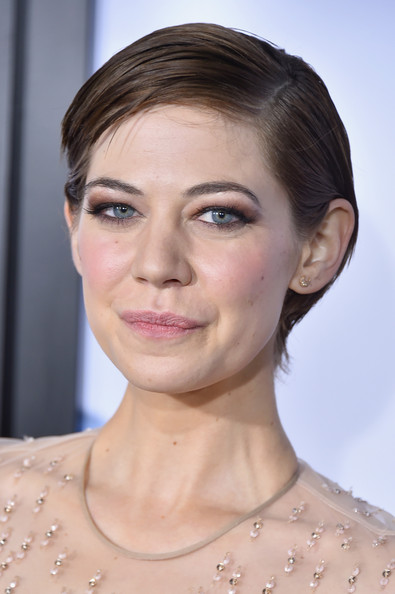 Analeigh Tipton Short Side Part [hair,face,eyebrow,hairstyle,skin,lip,chin,shoulder,beauty,fashion,american sniper,analeigh tipton,american sniper premieres,part,jazz,nyc,frederick p. rose hall,lincoln center,new york premiere]