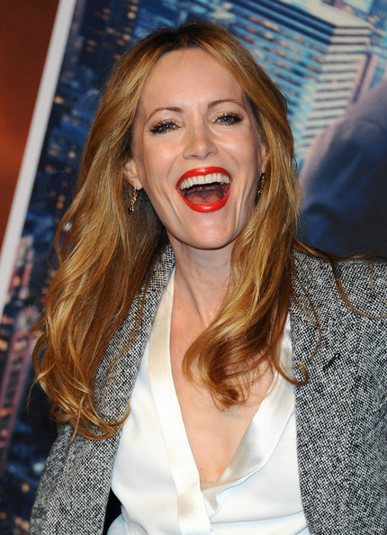 Leslie Mann opted for a simple yet lovely center-parted 'do with subtle waves when she attended the 'Anchorman 2' premiere.