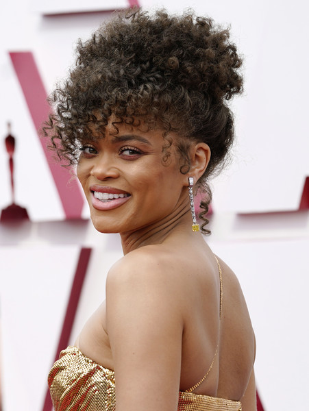 Andra Day Pinned Up Ringlets [face,smile,head,lip,hairstyle,jheri curl,eyelash,fashion,lipstick,earrings,hair,fashion,color,hairstyle,model,face,smile,california,los angeles,annual academy awards,afro,black hair,wig,hair coloring,brown hair,hair,long hair / m,model,color,fashion]