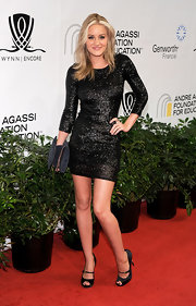 Amanda showcased the growing sequin trend while hitting the red carpet in a long sleeve dress.