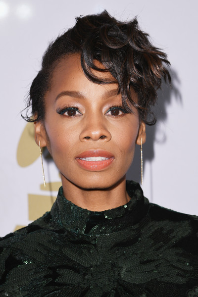 Anika Noni Rose Messy Cut [hair,hairstyle,face,eyebrow,black hair,lip,beauty,chin,forehead,fashion,anika noni rose,debra lee - arrivals,debra lee,salute to industry icons,california,los angeles,the beverly hilton,pre-grammy gala]