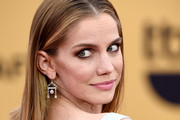 Anna Chlumsky Long Straight Cut