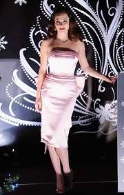 In a Marilyn Monroe baby pink dress, Anna's hair is styled in a vintage finger wave. She looks beautiful in this classic style.