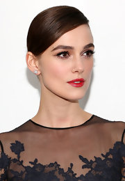 Keira's chocolate hair was swept deeply to the side for this Audrey-esque style.
