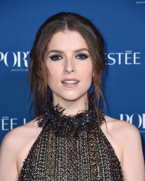 Anna Kendrick Loose Bun [hair,face,hairstyle,lip,eyebrow,shoulder,beauty,chin,eyelash,premiere,incredible women gala 2018 - arrivals,porter,anna kendrick,ebell,los angeles,california,incredible women gala]
