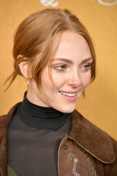 AnnaSophia Robb Messy Updo [mary queen of scots,annasophia robb,hair,hairstyle,face,blond,eyebrow,brown hair,chin,smile,layered hair,long hair,new york,paris theater,premiere,premiere]