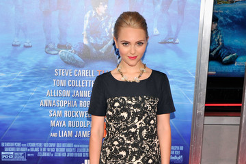 AnnaSophia Robb Got Graphic With A Print Dress
