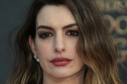 Anne Hathaway Medium Wavy Cut
