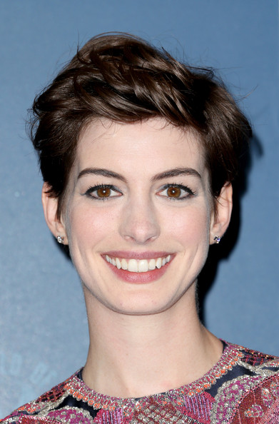Anne Hathaway Messy Cut [hair,face,hairstyle,eyebrow,chin,lip,beauty,forehead,pixie cut,smile,anne hathaway,room,press room,california,los angeles,ray dolby ballroom,hollywood highland,directors guild of america awards]