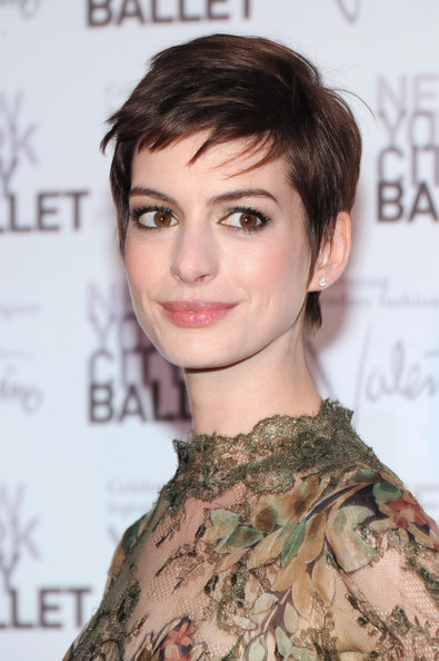 Anne Hathaway Pixie [hair,eyebrow,hairstyle,fashion model,beauty,chin,shoulder,eyelash,layered hair,forehead,new york city,lincoln center,david h. koch theater,new york city ballet fall gala,anne hathaway]