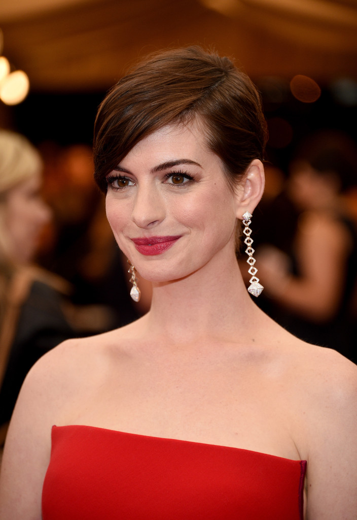 Anne Hathaway Short Hairstyles Side Parted Corte Cabelo Feminino Pixie Cut