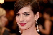 Anne Hathaway Side Parted Straight Cut