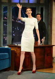 Anne waved to fans on the set of 'Jimmy Fallon' wearing this textured white dress with elbow-length sleeves.