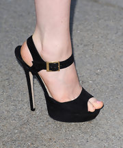 Bella sported black evening sandals while out at a photography exhibit opening.
